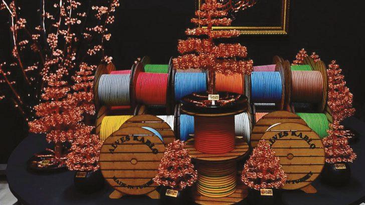 Evidente Tasarım ve Belsan Ahşap Genel müdürü:  İbrahim Evidente Bakır ve alüminyum tellerden yaptığımız özel tasarımlar ile yurtiçi ve yurtdışı kablo fabrikalarının sektör  tasarımcılığını  öncülüğünü yapmaktayız.